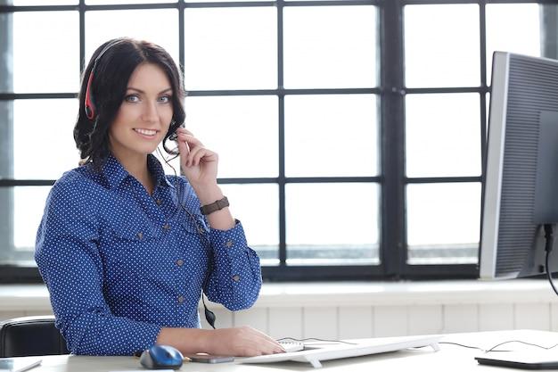 Femme au bureau