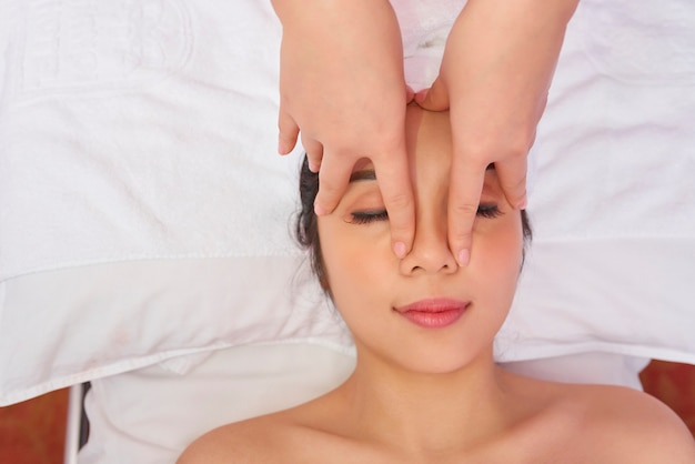 Femme au salon spa