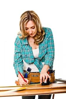 Femme au travail sur blanc
