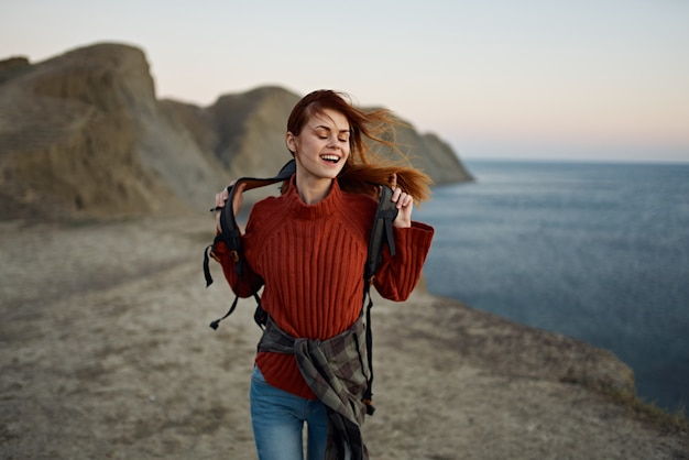 Femme automne paysage montagnes mer
