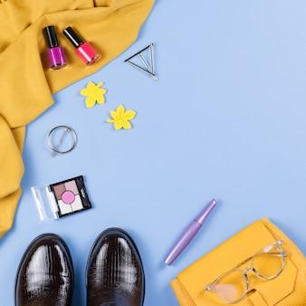 Femme automne vêtements et accessoires à plat