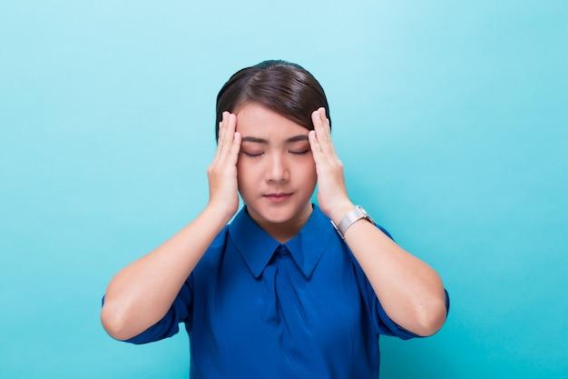 Femme avait mal à la tête