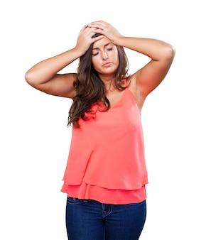 Femme ayant un mal de tête