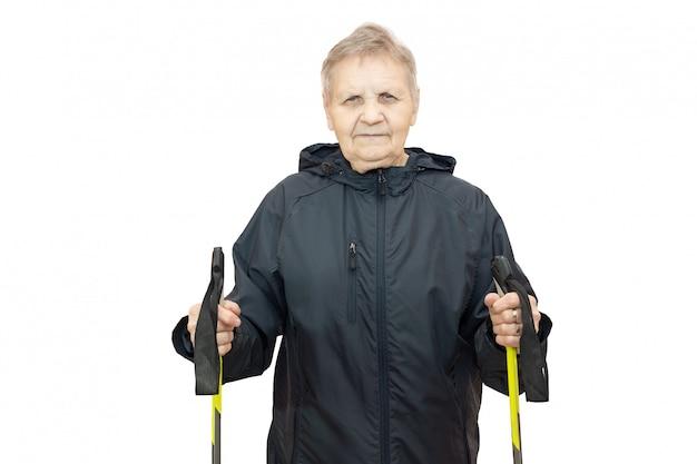 Femme avec des bâtons de ski