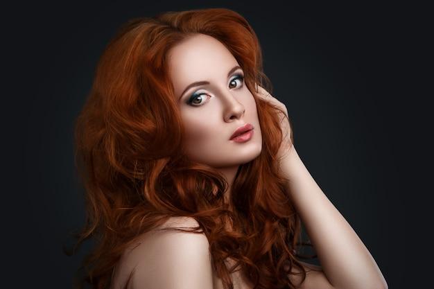 Femme, à, beau, cheveux rouges
