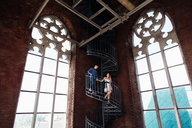 Femme beauté parfaite escalier exotique