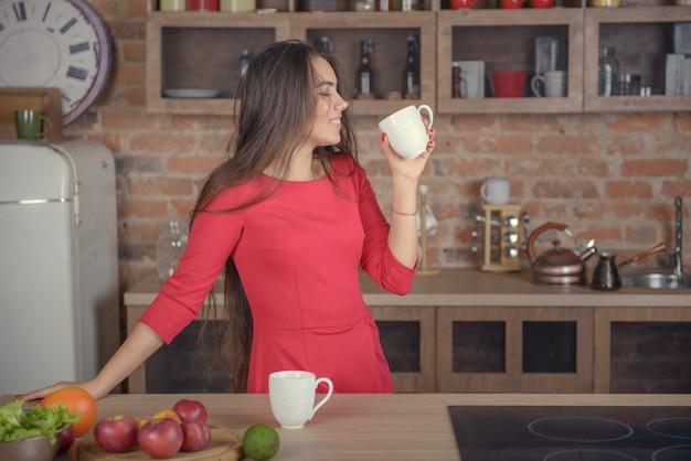 Femme, boire, café, cuisine