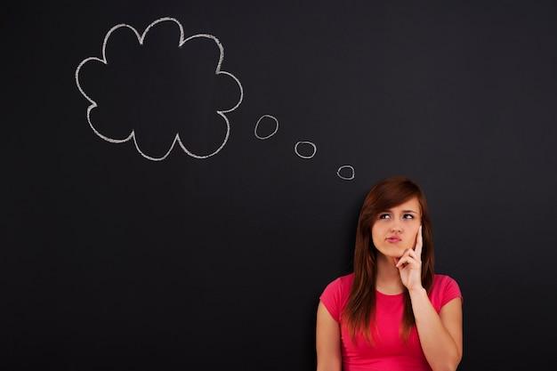 Femme avec bulle de pensée