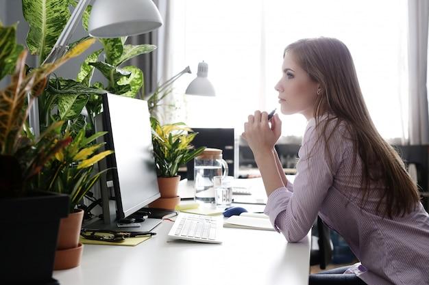 Femme, bureau