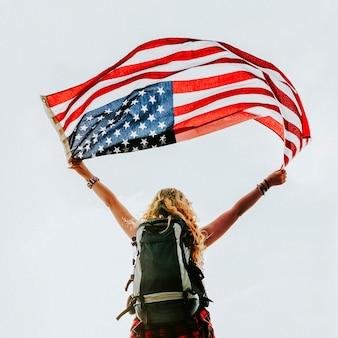Femme caucasienne, tenue, drapeau américain
