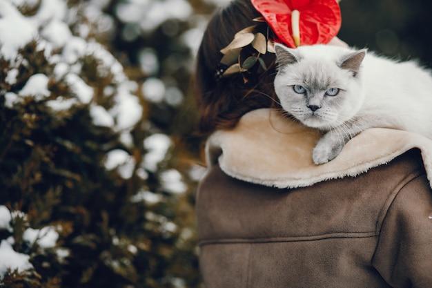 Femme avec chat