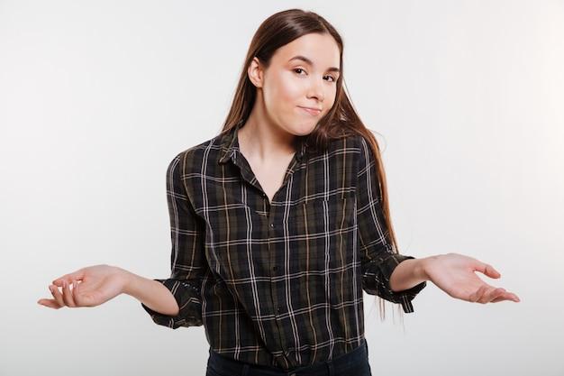 Femme en chemise ne comprend pas