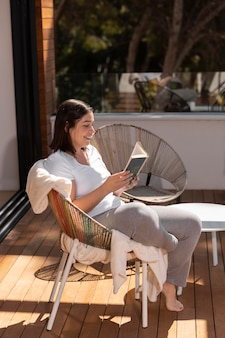 Femme, chez soi, lecture