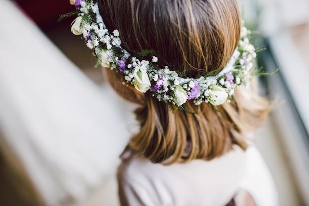 Femme coiffure pour le jour de son mariage