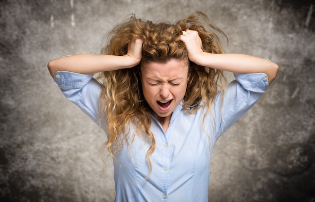Femme en colère et stressée