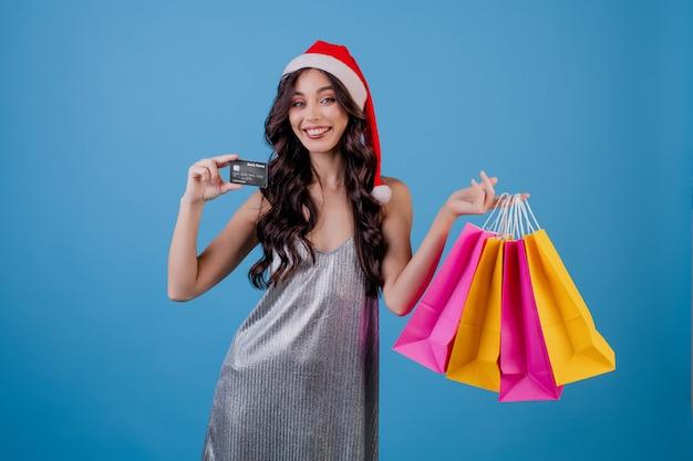 Femme, à, coloré, sacs, et, carte de crédit, porter, santa hat