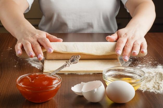 Femme, confection, gâteaux, cuisine
