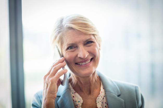 Femme, conversation, mobile, téléphone