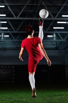 Femme, coups de pied, balle football