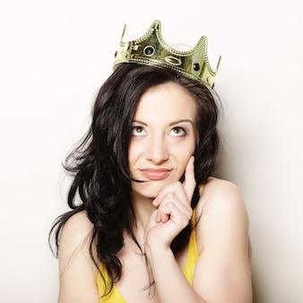Femme en couronne