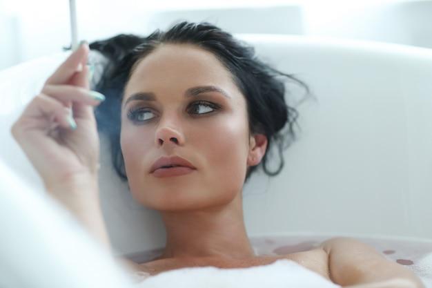 Femme, dans, baignoire