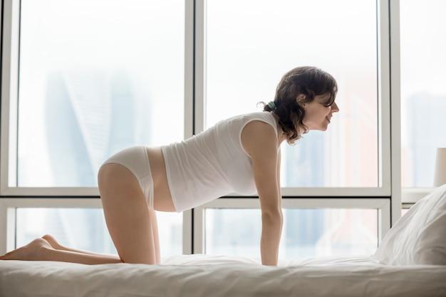 Femme dans la posture de yoga