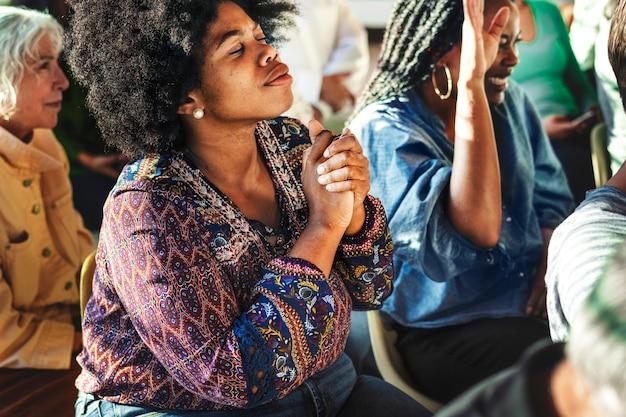Femme dans une séance de réadaptation
