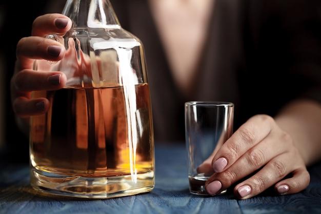 Femme, dépression, boire, alcool