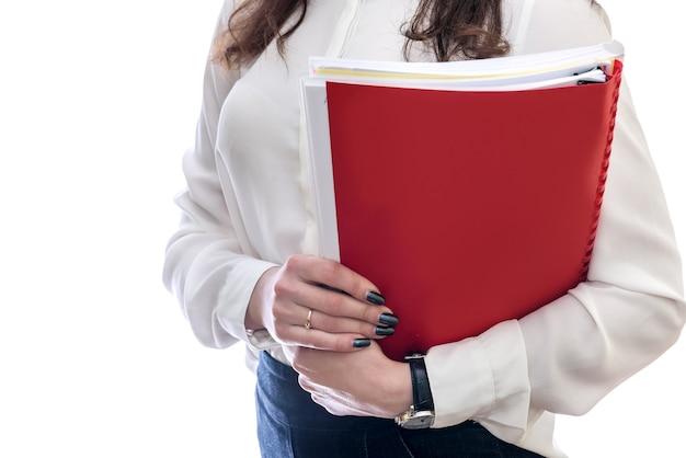 Femme avec des documents isolés