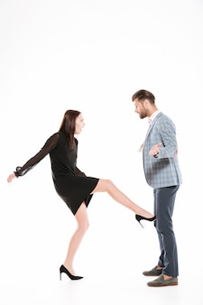 Femme, donner coup pied, elle, petit ami, fou