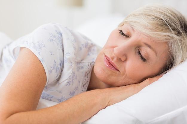 Femme, dormir, yeux, fermé, lit