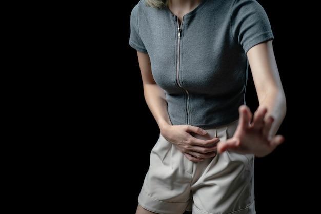 Femme de douleur abdominale, photo du gros intestin sur le corps de la femme, symptôme de diarrhée maux d'estomac, crampes menstruelles