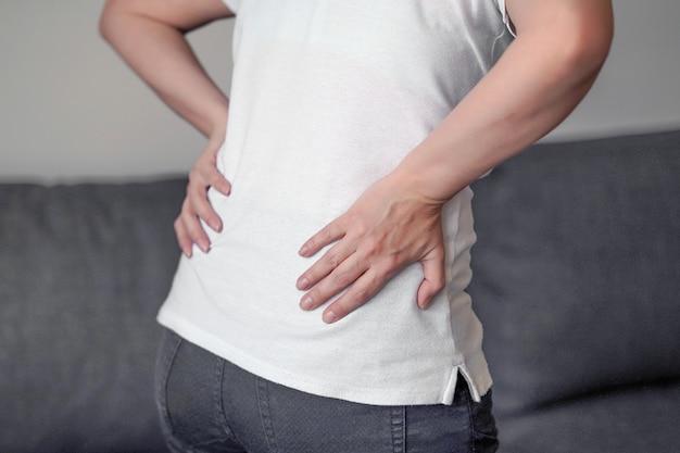 Femme, douleur au bas du dos.