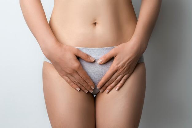 Femme, à, douloureux, menstruel, période