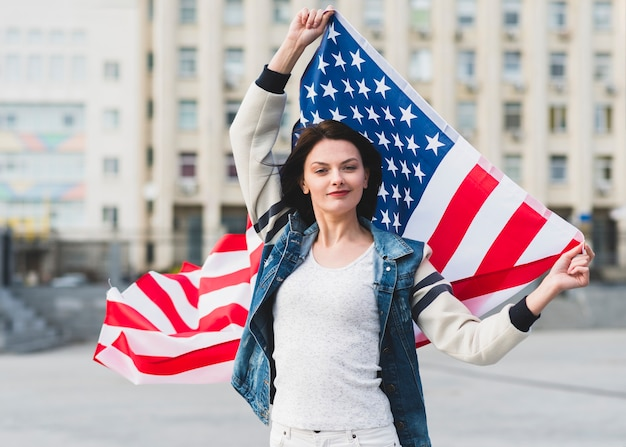 Femme, drapeau, etats-unis, rue
