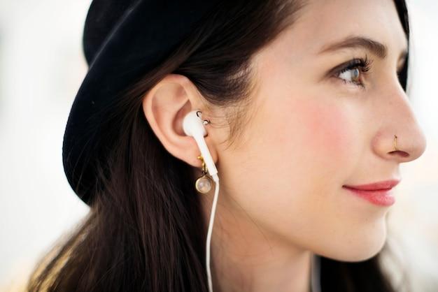 Femme, écoute, musique, divertissement, divertissement, concept