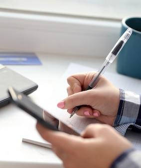 Femme, écrit, cahier