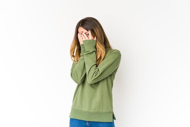 Femme effrayée et nerveuse