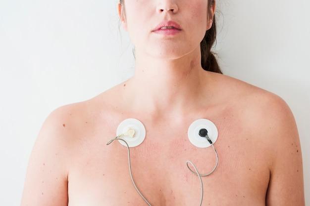 Femme, à, électrodes, sur, corps