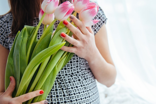 Femme enceinte, à, fleurs