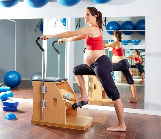 Femme enceinte pilates exercice wunda chaise