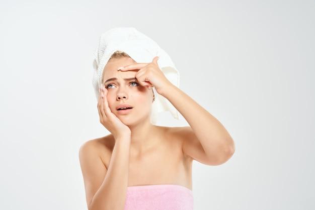 Femme épaules nues dermatologie soins de la peau du visage hygiène. photo de haute qualité