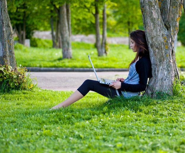 Femme, été, parc