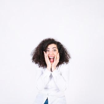 Femme excitée, regardant la caméra