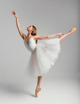Femme, exécuter, ballet, plein coup