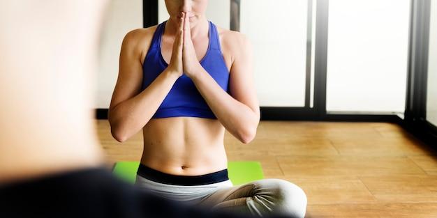 Femme, faire, anjali, mudra, yoga, pose