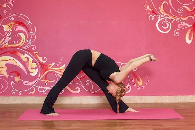 Femme, faire, yoga, exercices