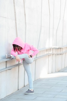 Femme faisant du sport en plein air