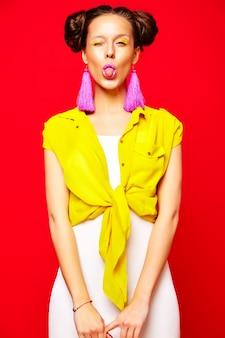 Femme fashion dans des vêtements d'été décontractés
