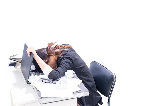 Femme fatiguée du travail de bureau